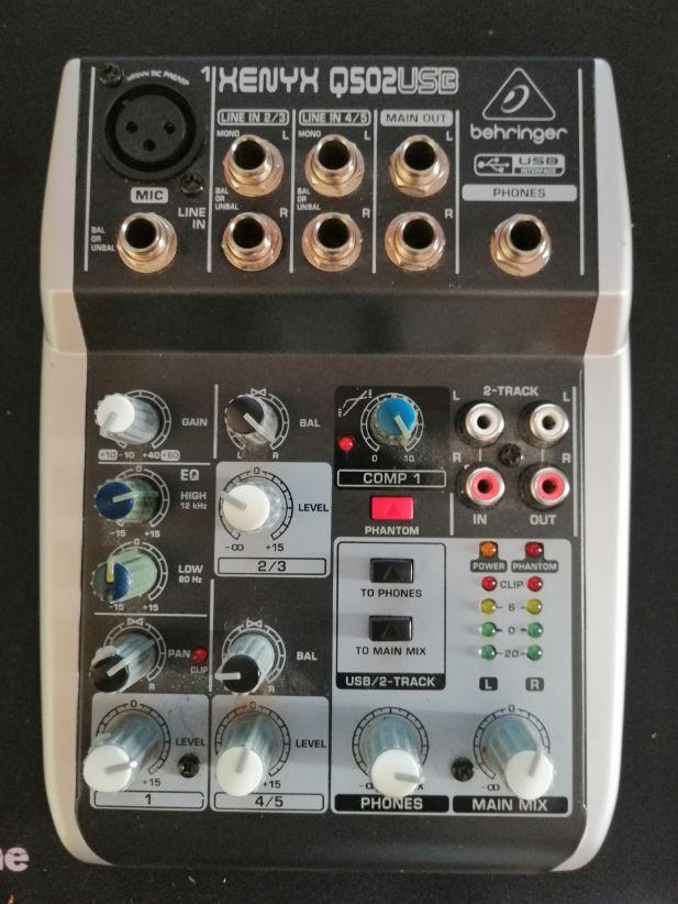 Mesa de mezclas Behringer Q502