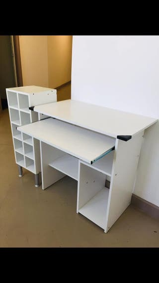 Computer desk with free cube