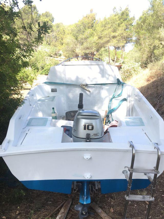 Barco velero de fibra antigua ibicenco