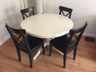 Mesa de salon y sillas ikea