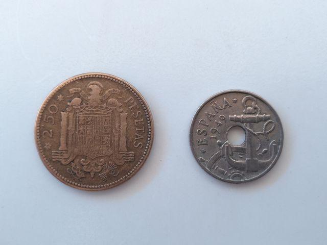 2 monedas, 50 céntimos 1949 y 2,5 pesetas de 1953