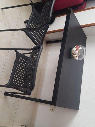 mesa negra sillas ikea