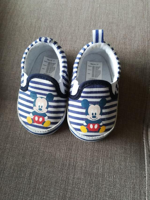 Zapatos bebé. Nuevos. Talla 17.