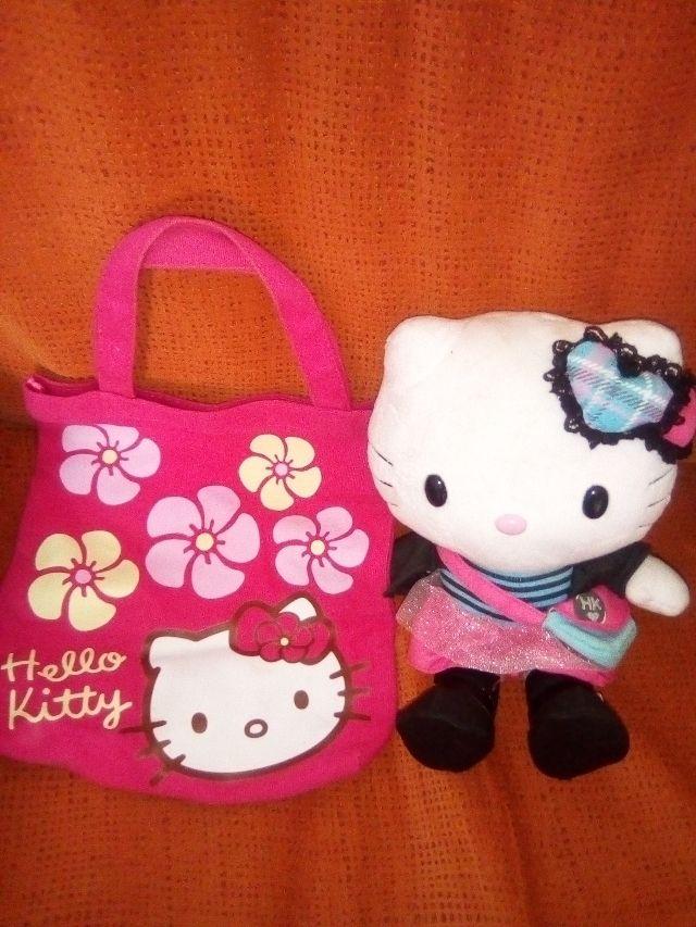 vendo el muñeco con el bolso de hello Kitty en 10