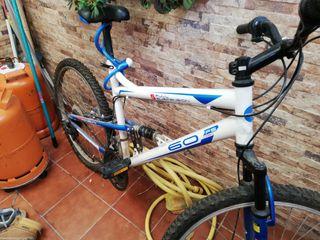 Bicicleta con disco delantero