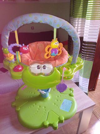 Silla de bebé con juguetes