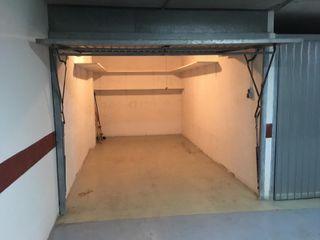 Garaje cerrado con lejas
