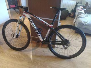 Bicicleta MTB de carbono Massi.