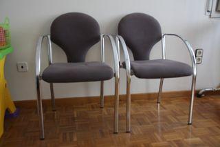 Dos sillas de oficina.