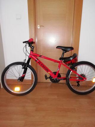 Bicicleta niño prácticamente nueva