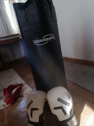 Saco de boxeo + guantes