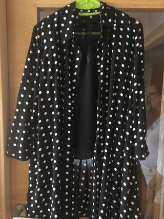 Vestido negro lunares