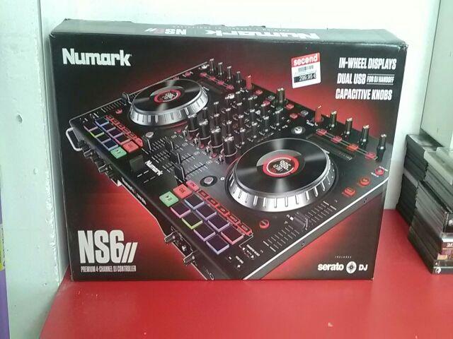 Mesa de mezclas Numark NS6 II