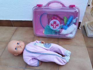muñeco famosa y maletin enfermería