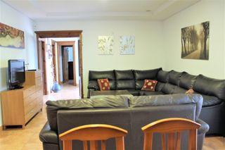 Salon comedor y 6 sillas, sofás, butacas, mesas