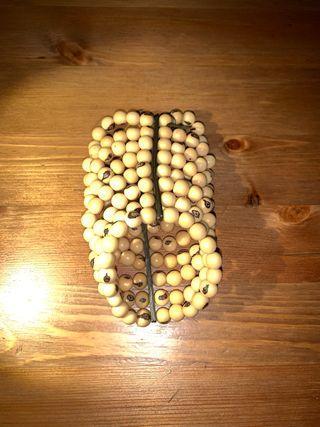Brazalete de semillas artesanal