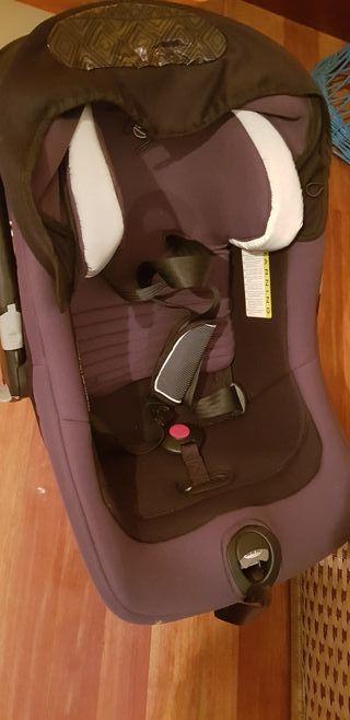 Trio cuco, coche y silla de bebe.