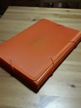 archivador naranja