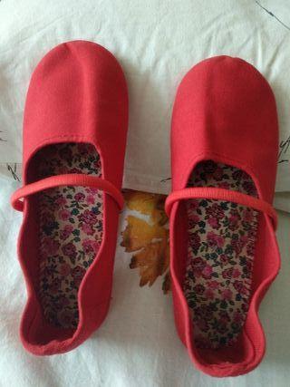 Zapatillas de loneta roja. N°35-36