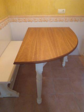 Mesa cocina + 2 bancos
