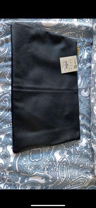 Bolso tipo sobre negro Pullandbear