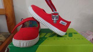 zapatillas nuevas 23 pequeño