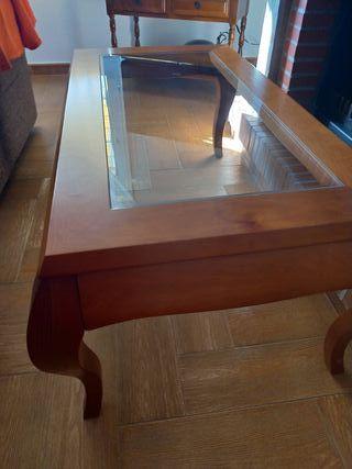 mesa nogal 1,09x0,58 y alto 0,51 con cristal