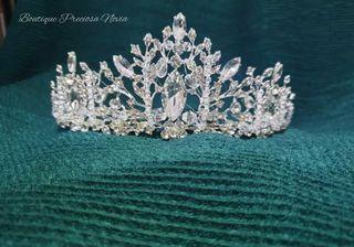Preciosa Tiara de novia en color plata ,tiara niña