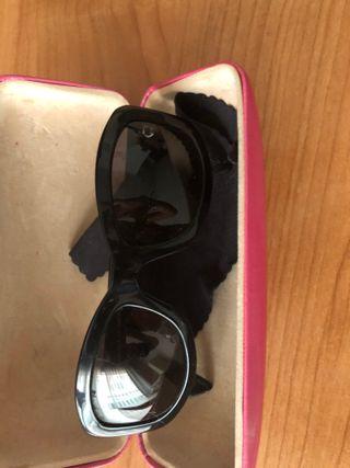 Gafas de sol negras de Donna Karan