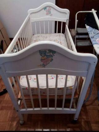 Dormitorio Bebé -Cuna, armario, cómoda, estantería
