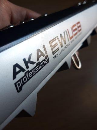 AKAI EWI USB saxofón digital.
