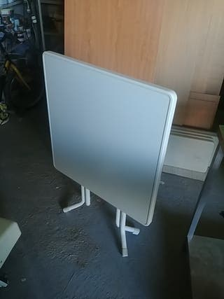 mesa plegable blanca
