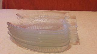 fuente pez vidrio y platos