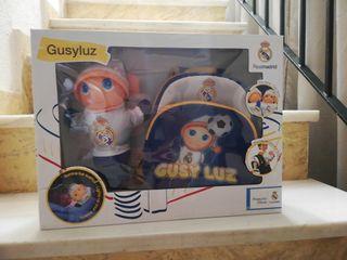 Gusy Luz con mochila del Real Madrid