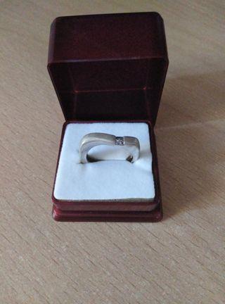 anillo plata con circonita