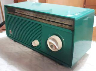 RADIO ANTIGUA DE VALVULAS FUNCIONANDO 220 V