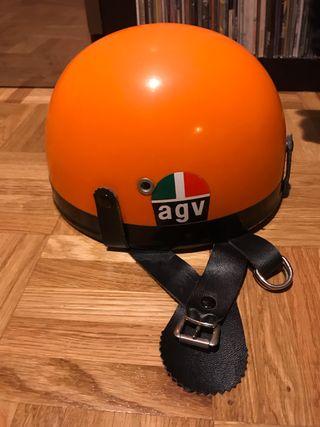 Antiguo casco de motocicleta ideal para clásicas