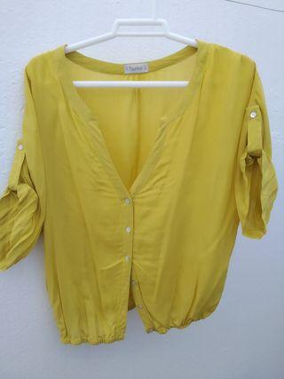 Camisa corta con escote color mostaza. Talla M