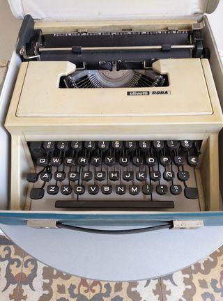 "Máquina de escribir ""Olivetti DORA"""