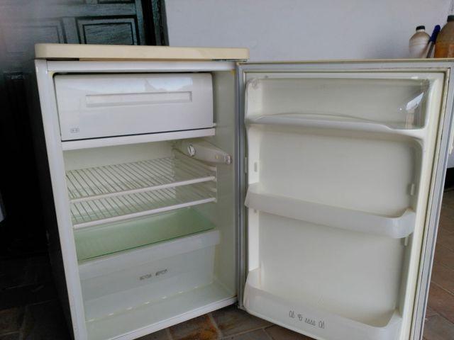 mini frigorífico zanussi.