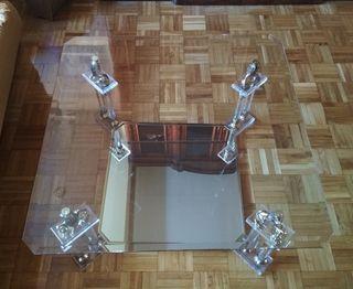 Mesa de salon con cristal y espejo.