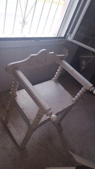 mesa con dos. sillas. antigua para restaural