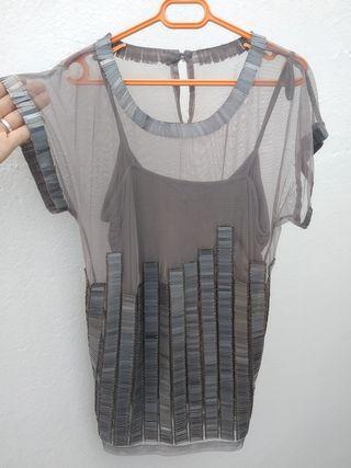 Camiseta top elegante con apliques y transparencia