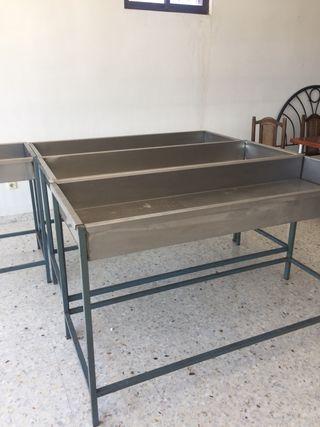Mesas para poner platos con restos