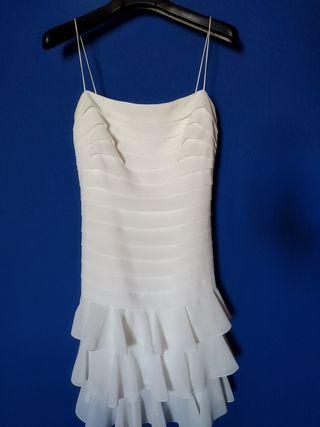 Vestido blanco con jaretas y volantes