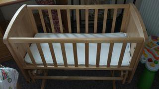 swinging crib with matteress