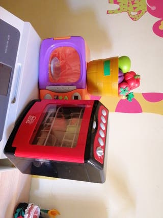 Microondas,lavavajillas,fruta de juguete Cocinita