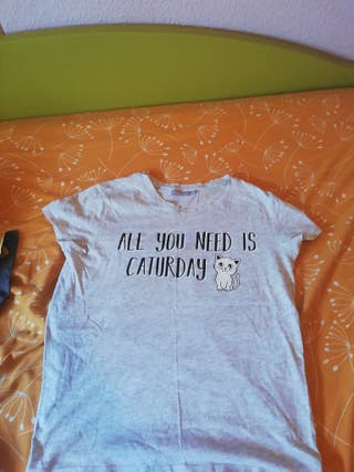 camiseta caturday bershka