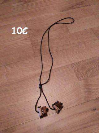 collar de insignia de madera de 4 tizones