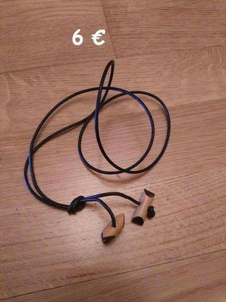 collar de insignia de madera de 2 tizónes